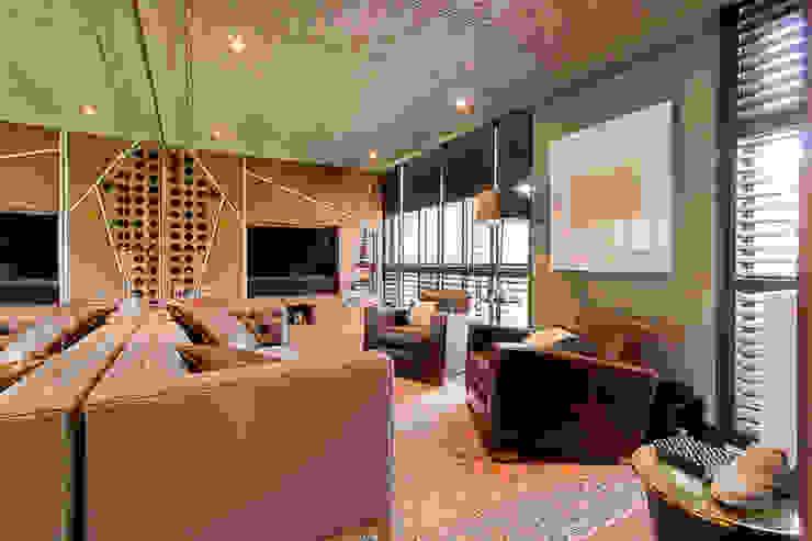 High end bachelor Pad in Melrose Arch: modern  by Kim H Interior Design, Modern