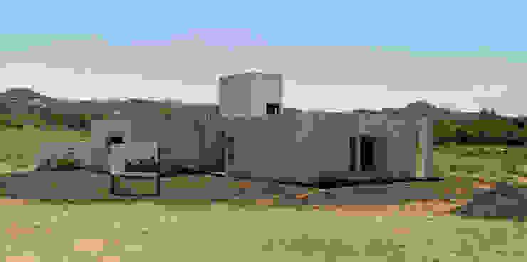 En obra de 1.61 Arquitectos Minimalista