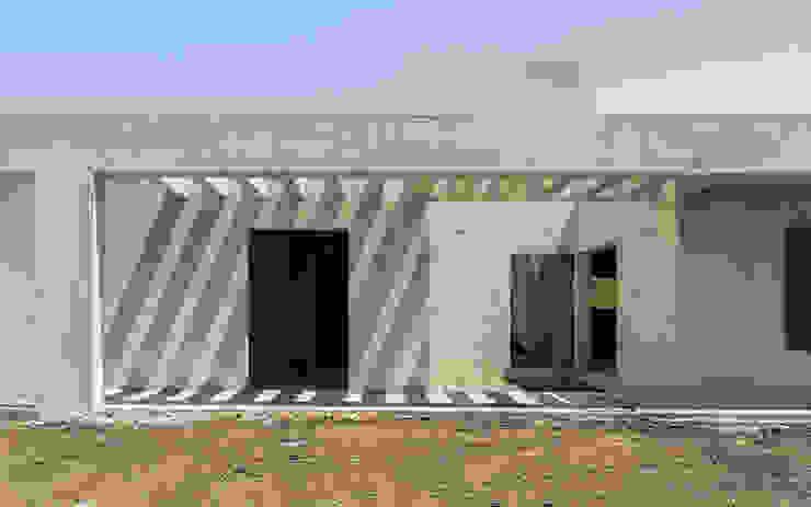 En obra: Casas de estilo  por 1.61 Arquitectos