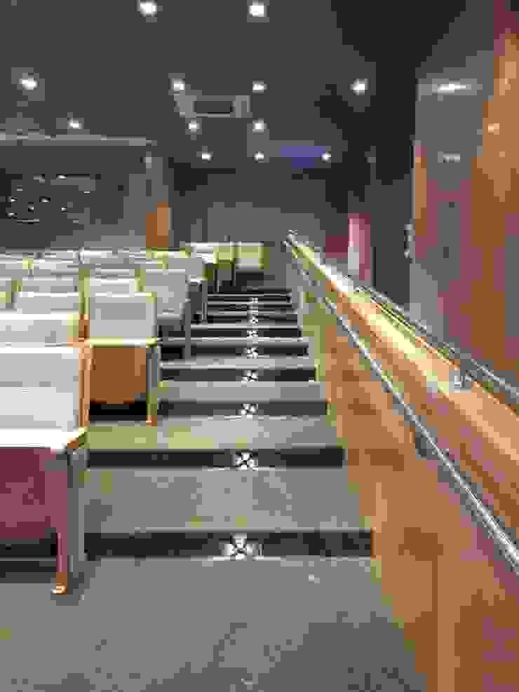 Carlos Eduardo de Lacerda Arquitetura e Planejamento Pasillos, vestíbulos y escaleras de estilo clásico