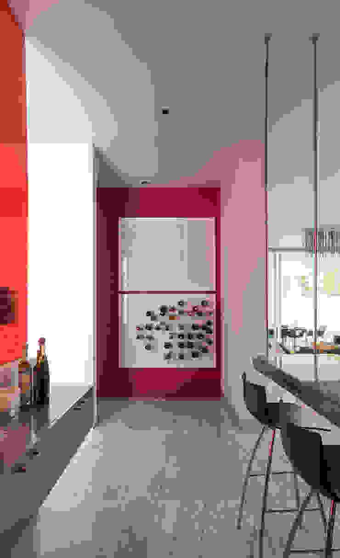 Modern corridor, hallway & stairs by TaAG Arquitectura Modern