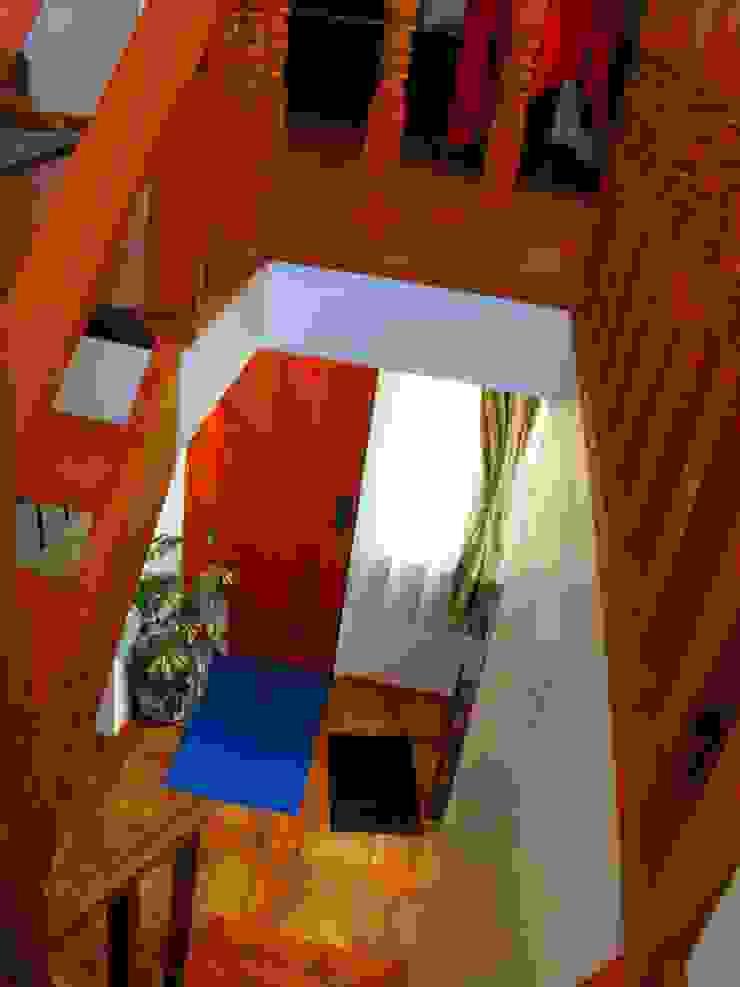 Vivienda V de Nomade Arquitectura y Construcción spa Clásico Madera Acabado en madera