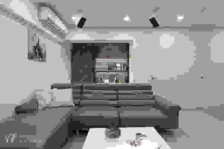 Paredes y pisos de estilo moderno de 元作空間設計 Moderno