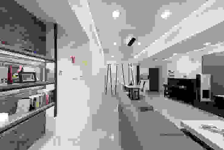 客廳視覺感 现代客厅設計點子、靈感 & 圖片 根據 元作空間設計 現代風