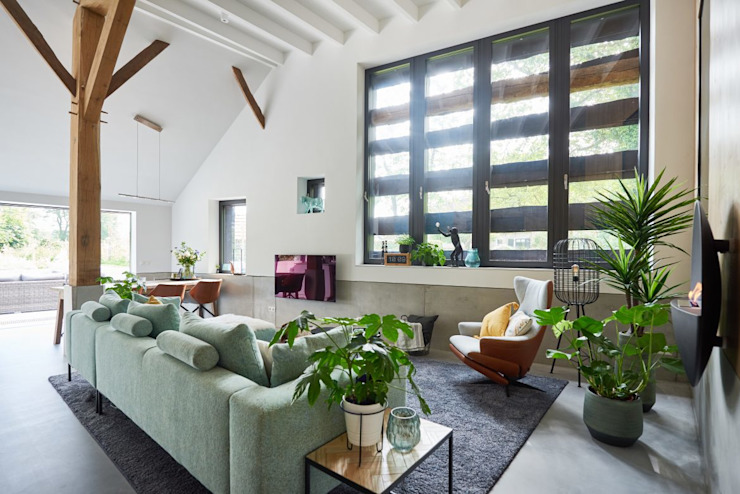 Living Moderne woonkamers van Studio Woonforum Modern