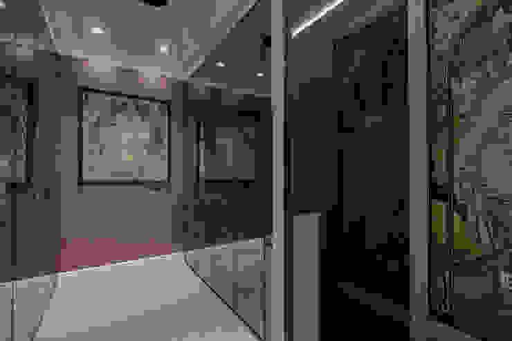 Modern dressing room by Eli's Home Modern