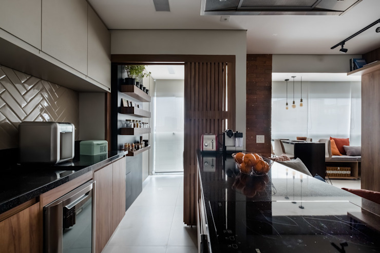 Mirá Arquitetura Small kitchens MDF Wood effect