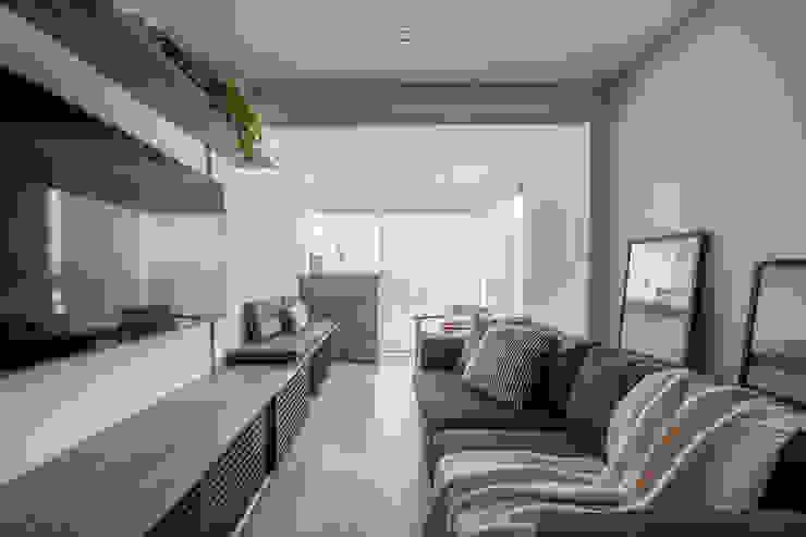 Sala e Varanda Mirá Arquitetura Salas de estar modernas Madeira Branco