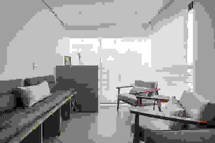 Varanda Varandas, alpendres e terraços modernos por Mirá Arquitetura Moderno MDF