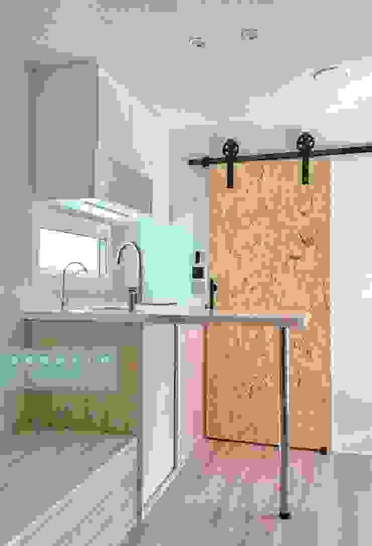 全新20呎定制型貨櫃套房 根據 一龍貨櫃宅設計工程(貨櫃屋) 現代風
