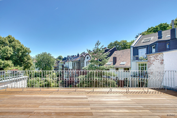 Gründerzeithaus A ZHAC / Zweering Helmus Architektur+Consulting Moderner Balkon, Veranda & Terrasse