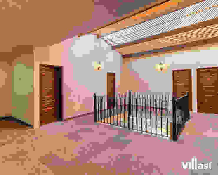 Casa Cantera en San Miguel de Allende Pasillos, vestíbulos y escaleras rústicos de VillaSi Construcciones Rústico