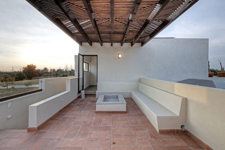 VillaSi Construcciones Modern balcony, veranda & terrace