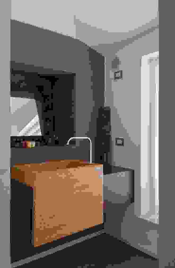 GIAN MARCO CANNAVICCI ARCHITETTO Modern Bathroom