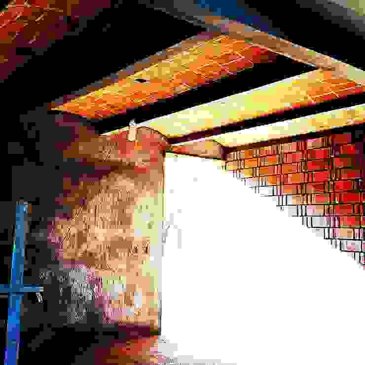 Vintark arquitectura Soggiorno in stile mediterraneo