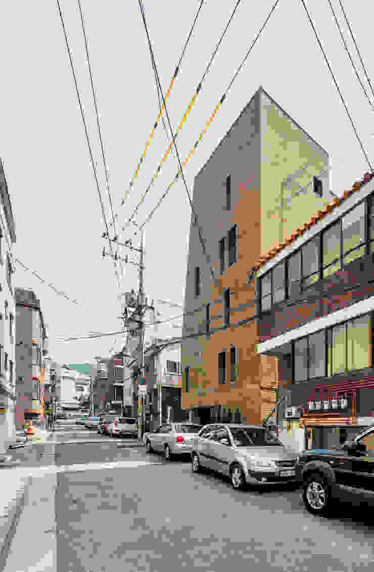 대조동 '칠월' 모던스타일 주택 by 서가 건축사사무소 모던 벽돌