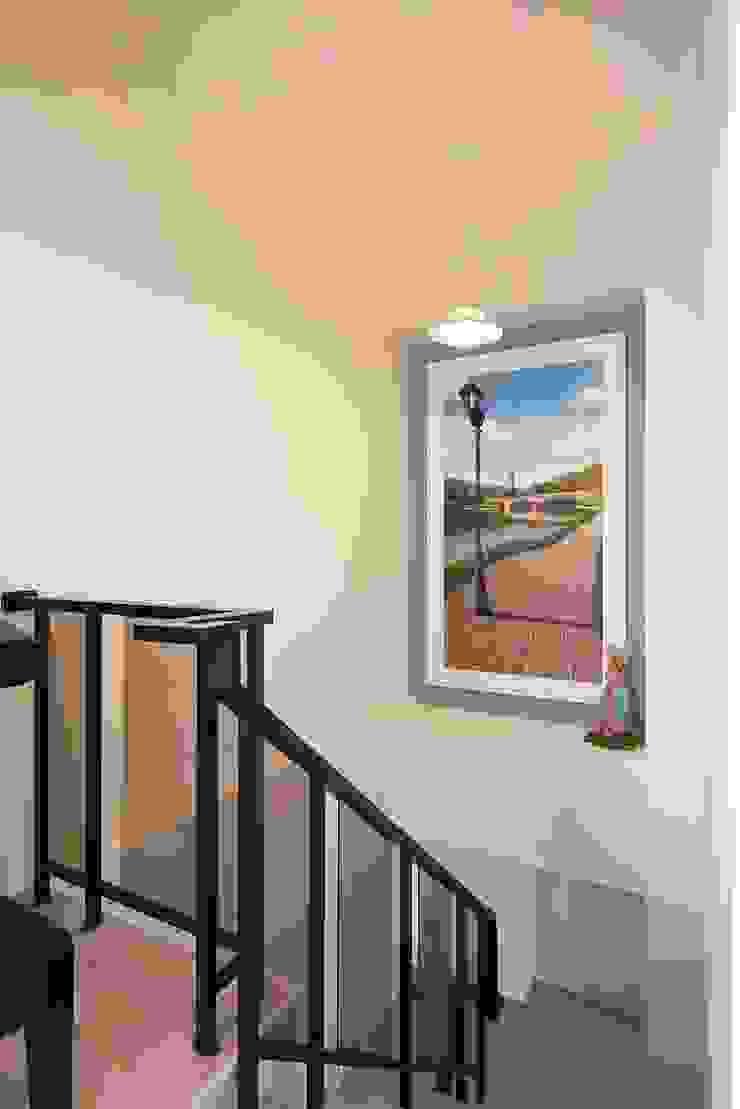 琴音繞樑~ 舊藏新裝~ 新古典的新風情 經典風格的走廊,走廊和樓梯 根據 趙玲室內設計 古典風