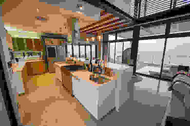 House on North Coast Modern kitchen by John Smillie Architects Modern