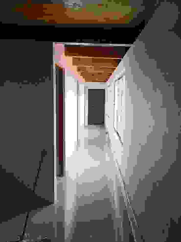 Prototype studio Modern Corridor, Hallway and Staircase Wood effect