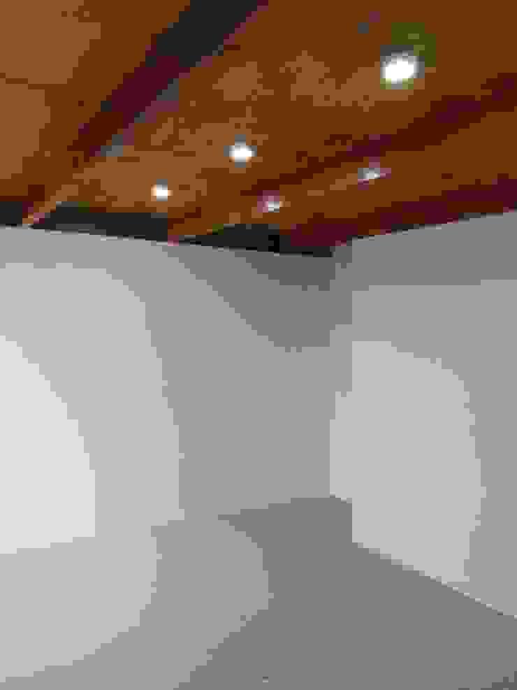 Prototype studio Kamar Tidur Modern Wood effect
