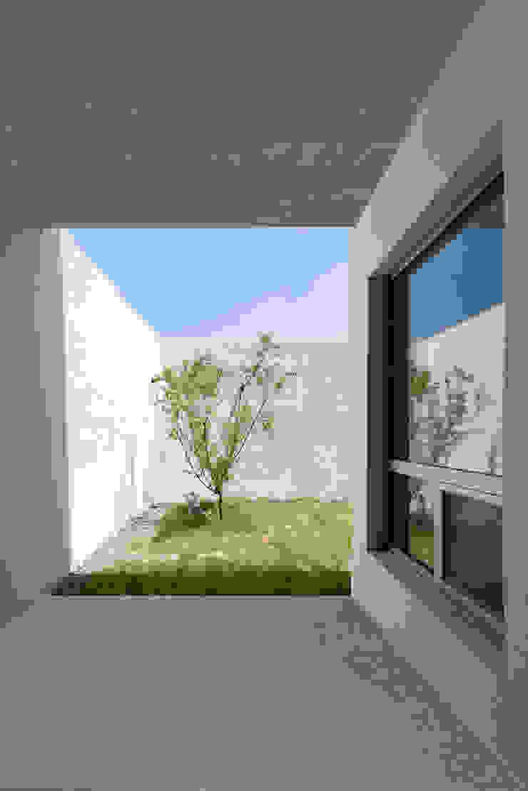 Jardines de estilo moderno de Lee Jae Architects Moderno