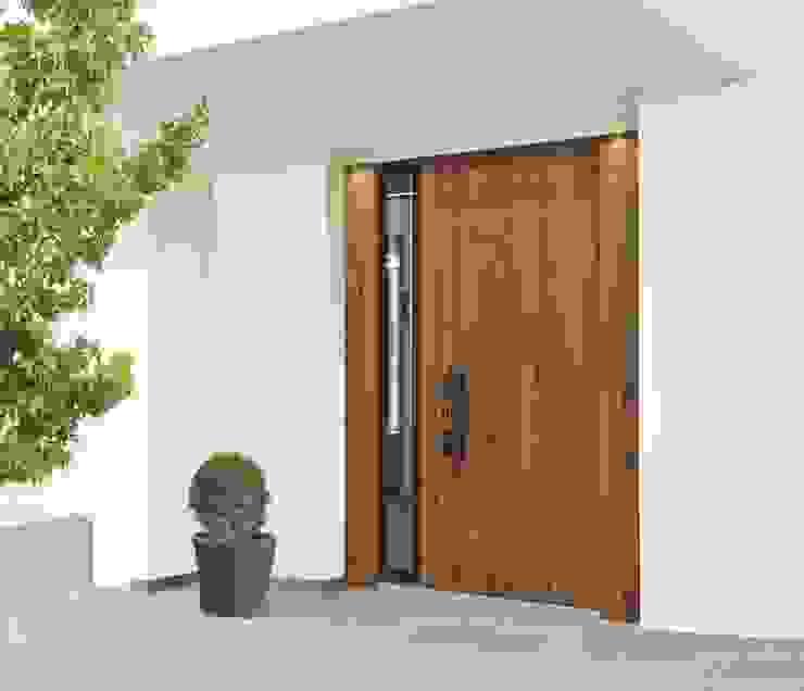 Front doors by Kneer GmbH, Fenster und Türen, Rustic