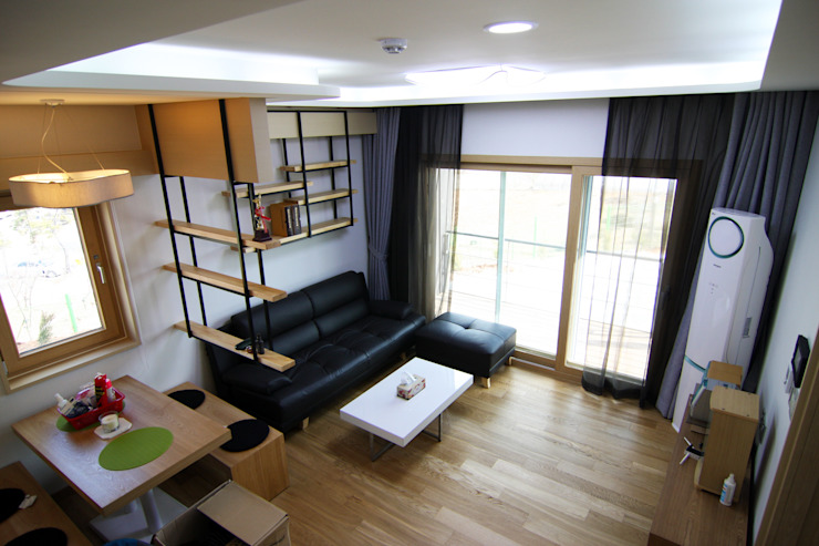 실내 우측 1층 모던스타일 거실 by IDA - 아이엘아이 디자인 아틀리에 모던