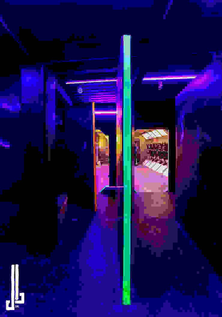 Laser Tag Arena Espacios comerciales de estilo industrial de dal design office Industrial