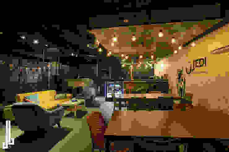 Laser Tag Arena Salones de eventos de estilo industrial de dal design office Industrial