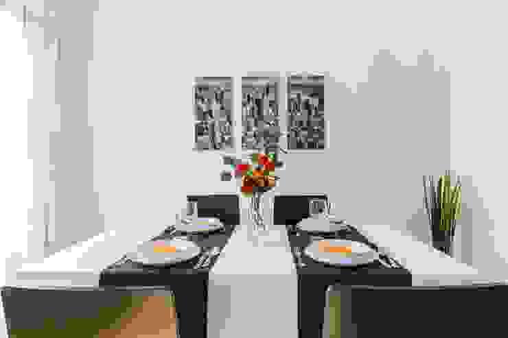 Home staging con muebles de cartón en un piso de herencia Comedores de estilo moderno de Impuls Home Staging en Barcelona Moderno
