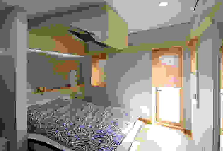 실내 우측 2층 모던스타일 침실 by IDA - 아이엘아이 디자인 아틀리에 모던