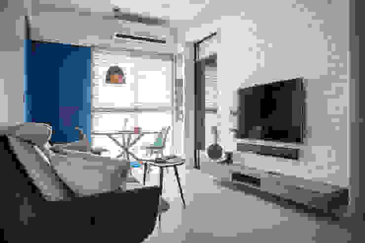 現代簡約舞春秋 现代客厅設計點子、靈感 & 圖片 根據 富亞室內裝修設計工程有限公司 現代風 石板