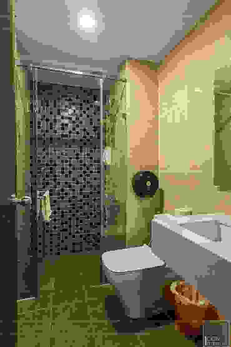 THỰC TẾ CĂN HỘ PHONG CÁCH ĐỊA TRUNG HẢI Phòng tắm phong cách Địa Trung Hải bởi ICON INTERIOR Địa Trung Hải