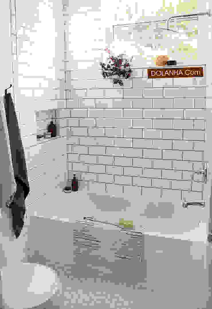 phòng tắm thiết kế đơn giản Phòng tắm phong cách hiện đại bởi DOLANHA Hiện đại