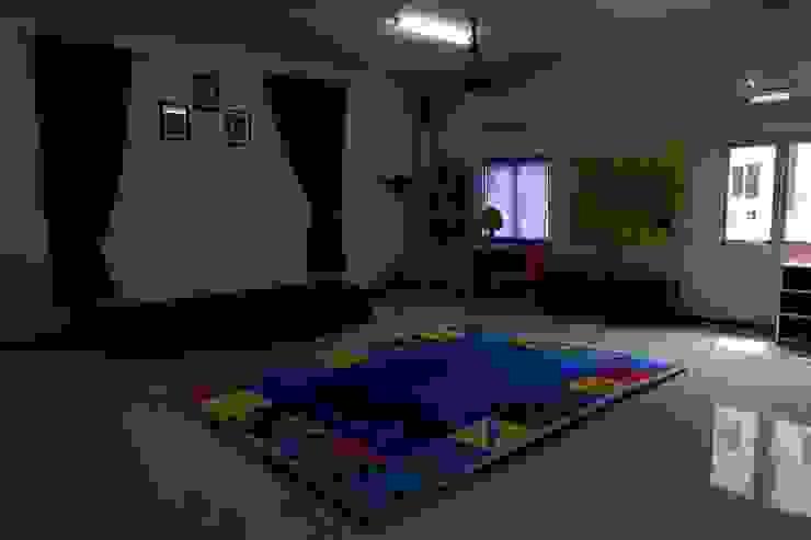 Kelas (Foyer) Bangunan Kantor Minimalis Oleh Tatami design Minimalis