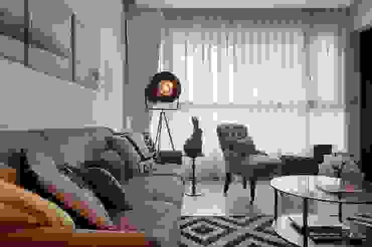 燈具與裝飾品點綴了客廳空間 直方設計有限公司 Living roomLighting