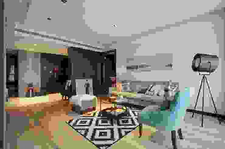 客廳與玄關用不同的地板材質劃分場域 直方設計有限公司 Living room