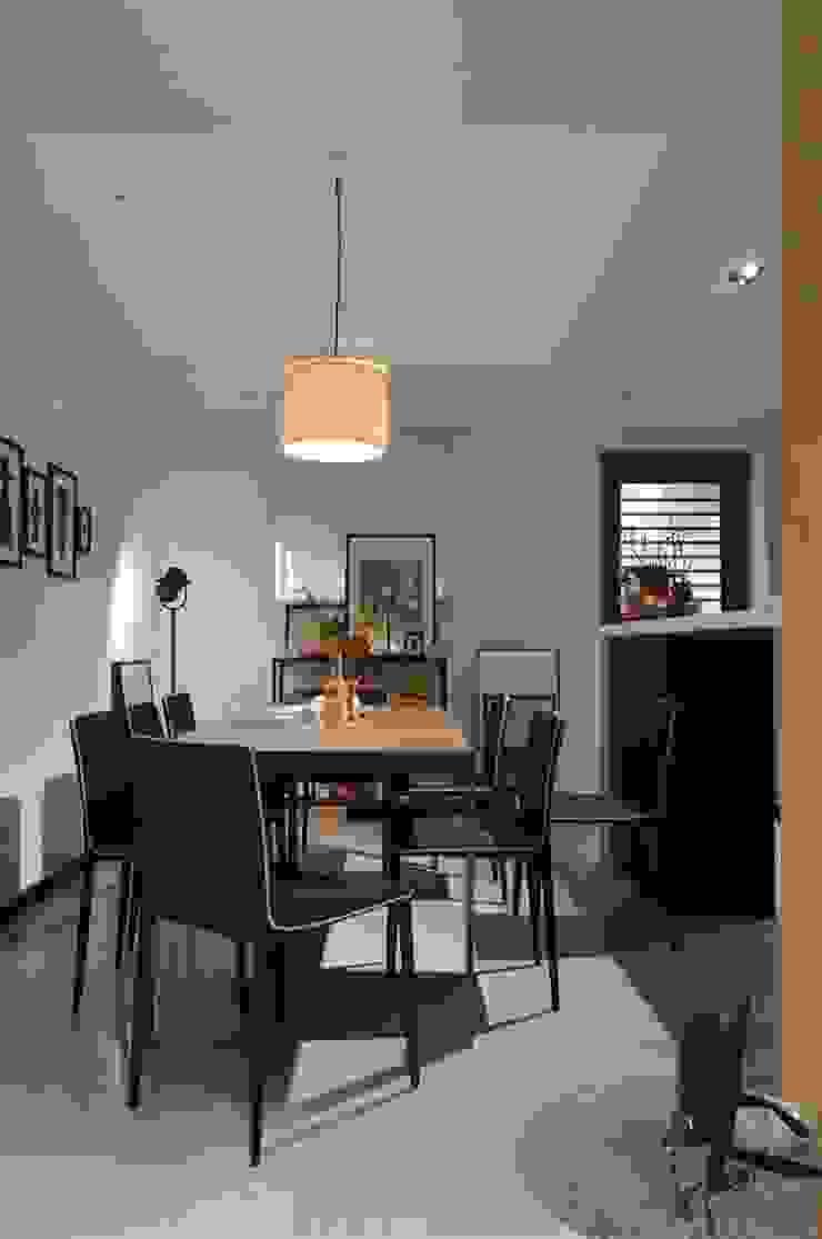 餐廳上方的屢空天花讓人不感到壓迫 直方設計有限公司 Classic style dining room