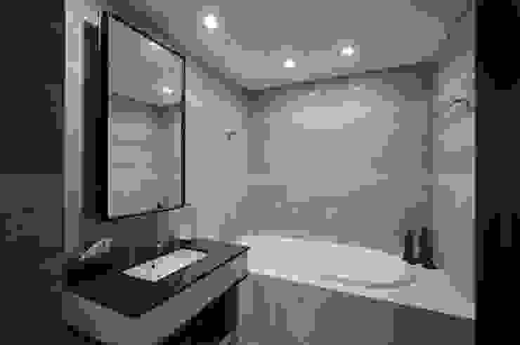 寬敞的浴缸泡澡的時候讓人如在飯店一樣地享受 直方設計有限公司 BathroomBathtubs & showers