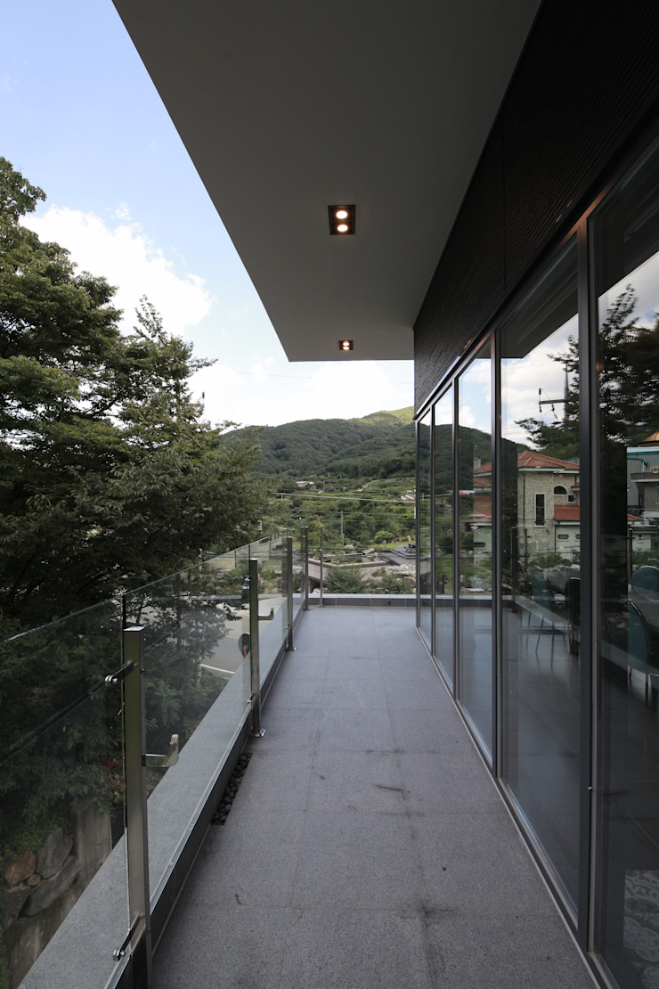랑스카페 외관: IDA - 아이엘아이 디자인 아틀리에의 현대 ,모던