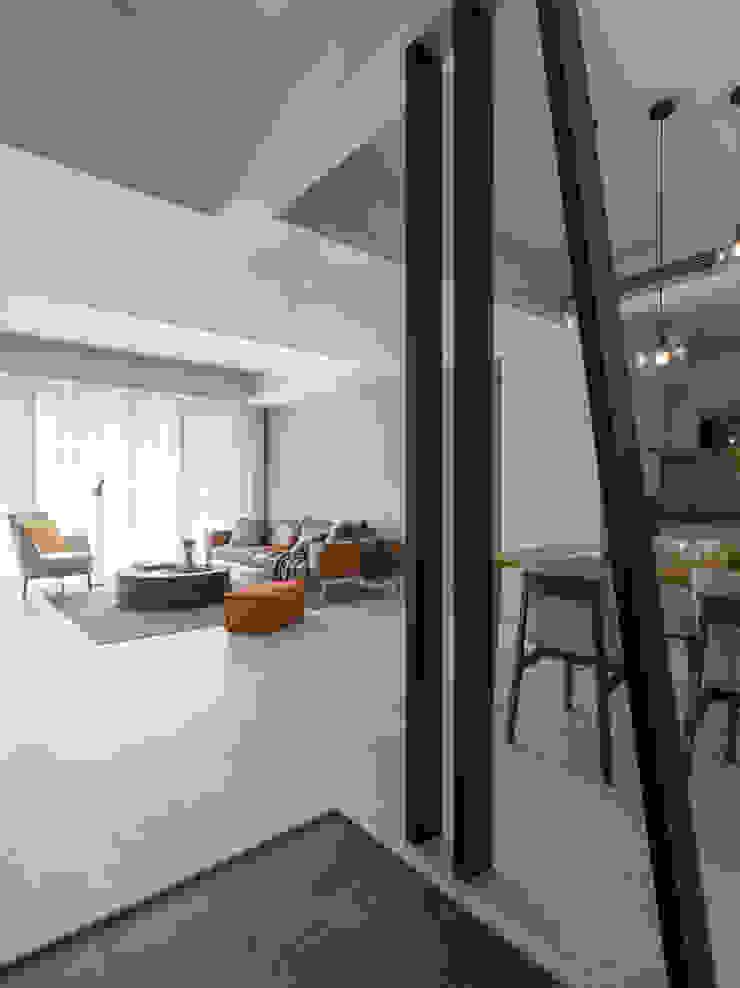 【靜】– 陳宅 六木設計 現代風玄關、走廊與階梯