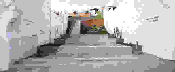 Jardín de las Ánimas Waterscales Jardines de estilo moderno