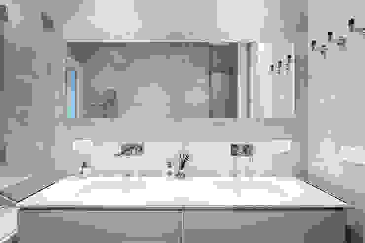 Baños de estilo clásico de AGi architects arquitectos y diseñadores en Madrid Clásico