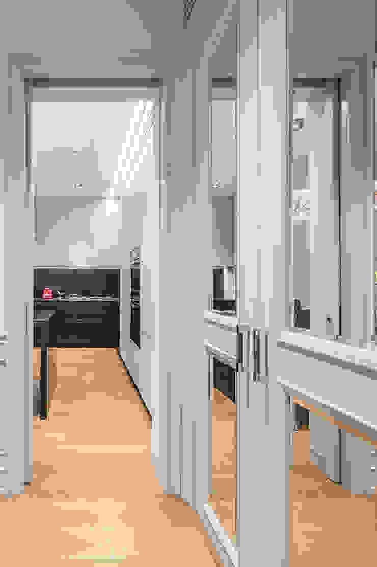 Pasillos, vestíbulos y escaleras de estilo clásico de AGi architects arquitectos y diseñadores en Madrid Clásico