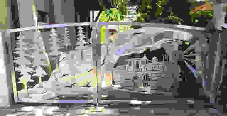 Edelstahl Atelier Crouse: Front yard Metal Metallic/Silver