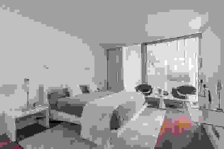 Descanso dos Guerreiros INTERDOBLE BY MARTA SILVA - Design de Interiores Quartos modernos
