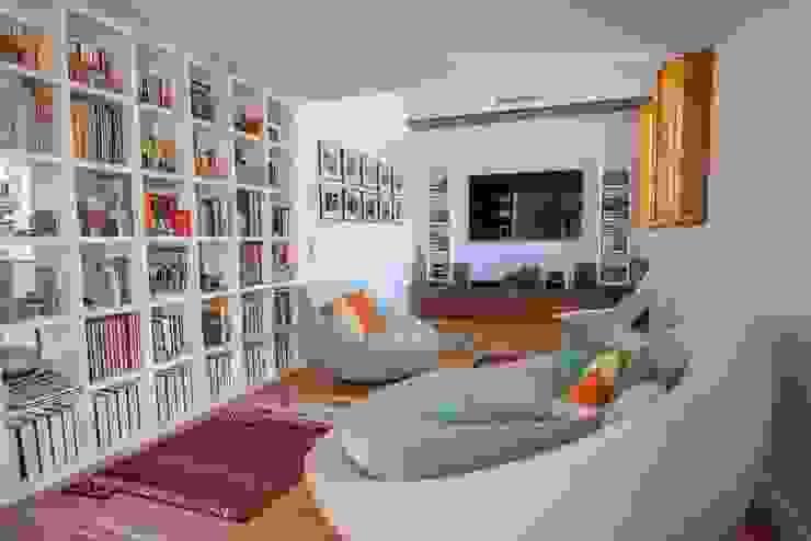 PROJETOS: Casa com Alma INTERDOBLE BY MARTA SILVA - Design de Interiores Salas de estar modernas
