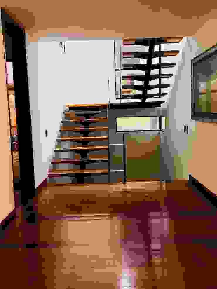 oficinas de arquitectura bogota de Quinta Fachada Studio ¡Tú lo sueñas y nosotros lo proyectamos! Minimalista