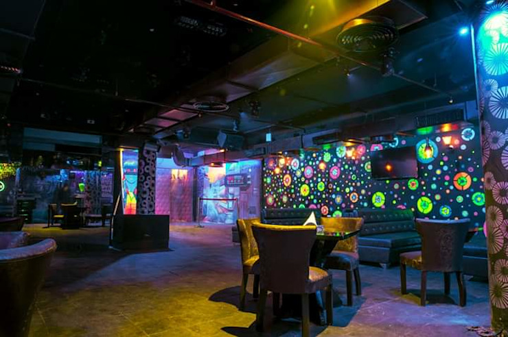 Restaurant interior Hauz Khas Village,Delhi Classic bars & clubs by Katoch Infracity India Private Limited Classic Concrete
