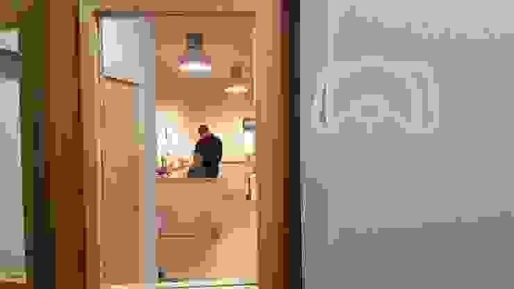 ミニマルな病院 の MIA arquitetos ミニマル 木 木目調